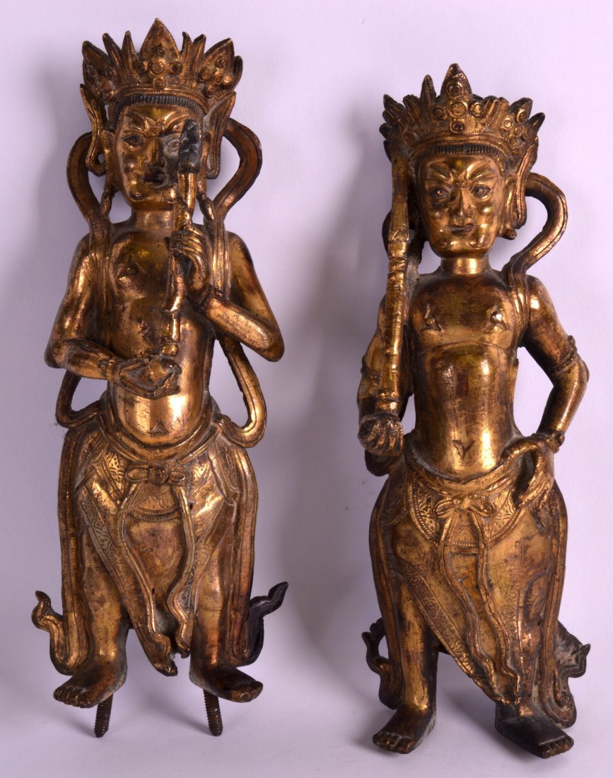 A GOOD PAIR OF 17TH/18TH CENTURY CHINESE GILT BRONZE