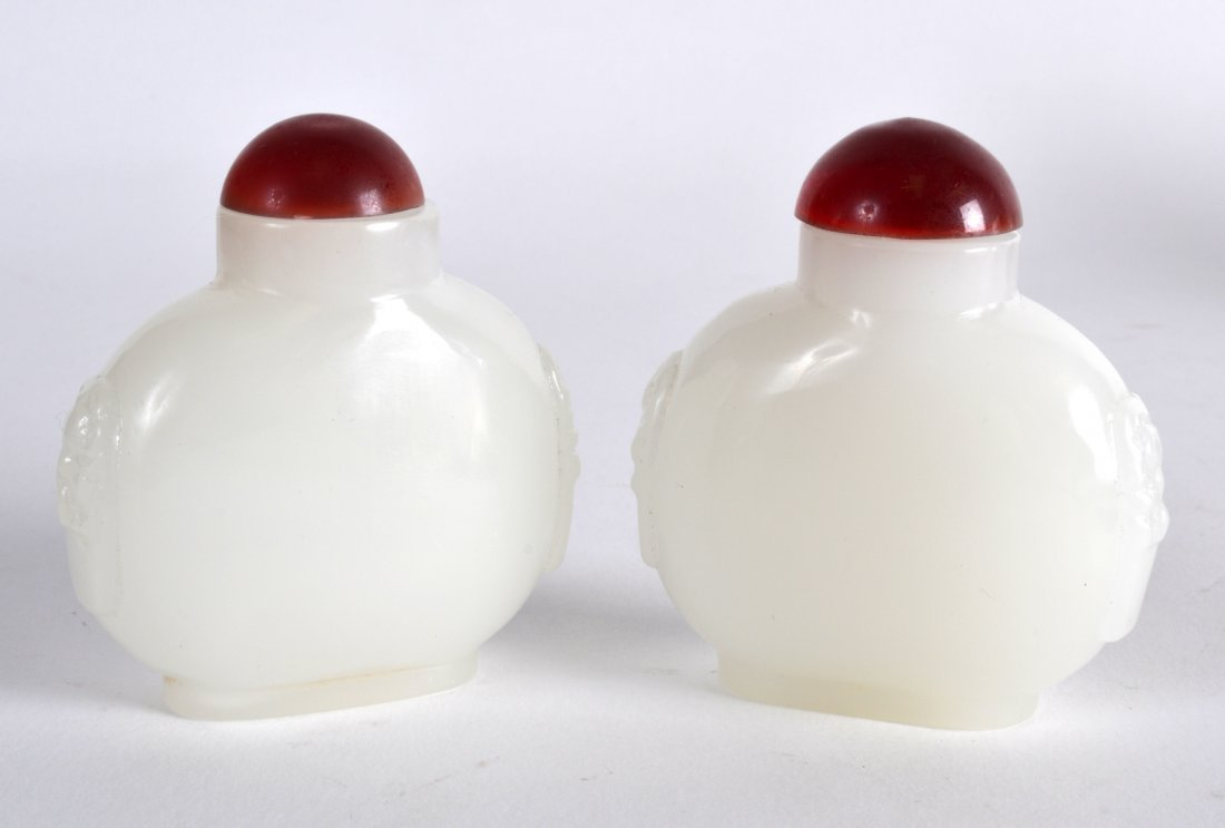 A PAIR OF EARLY 20TH CENTURY CHINESE IMITATION JADE