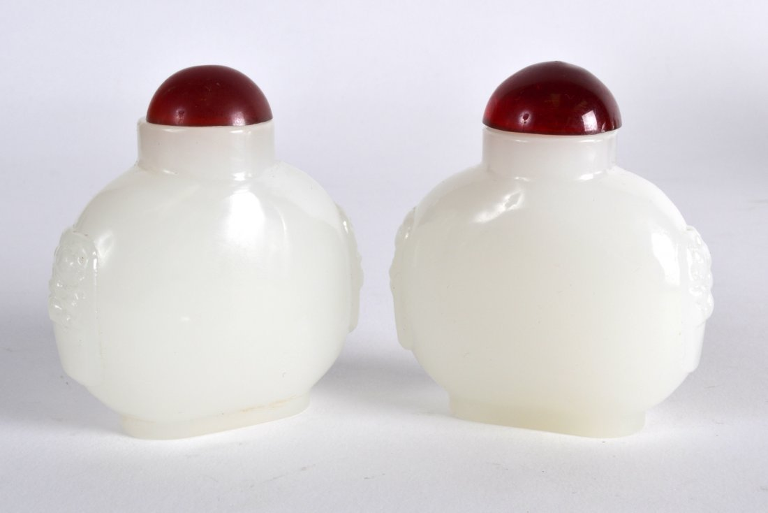A PAIR OF EARLY 20TH CENTURY CHINESE IMITATION JADE - 2