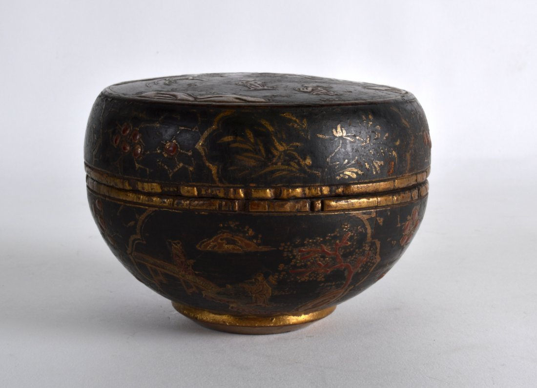 A 19TH CENTURY CHINESE BLACK LACQUER BOX AND COVER - 2