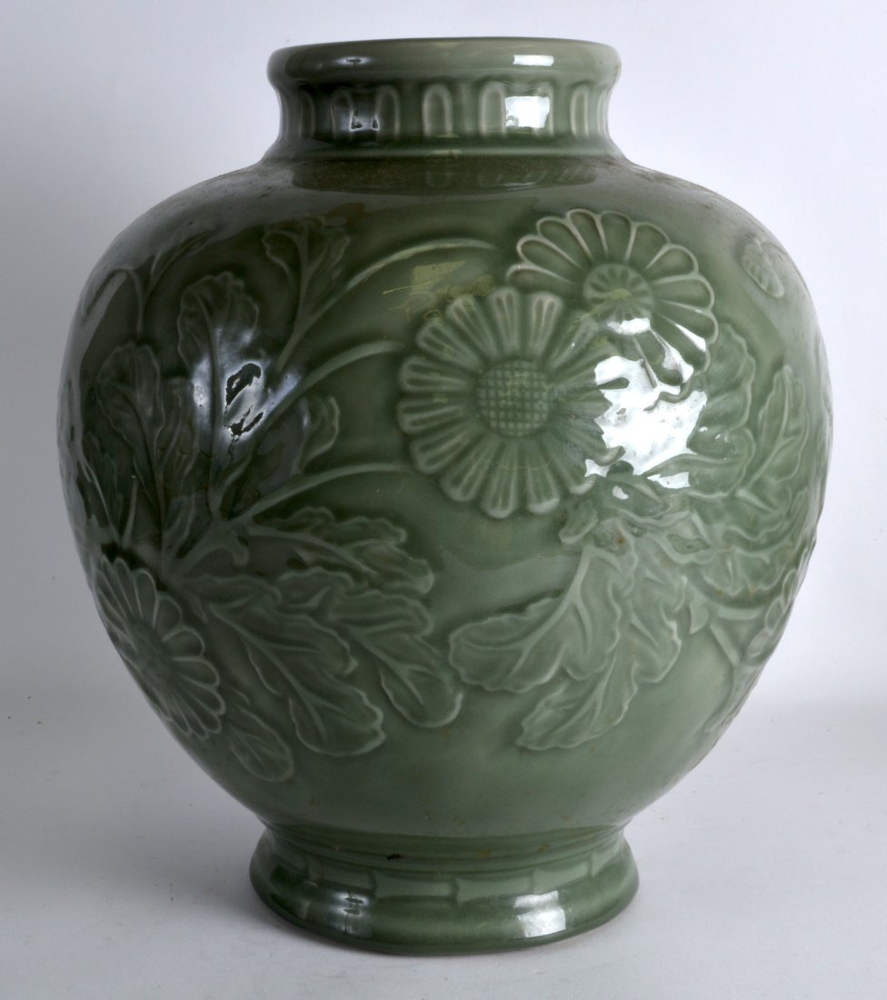 A LARGE CHINESE CELADON POTTERY JARDINIERE - 2