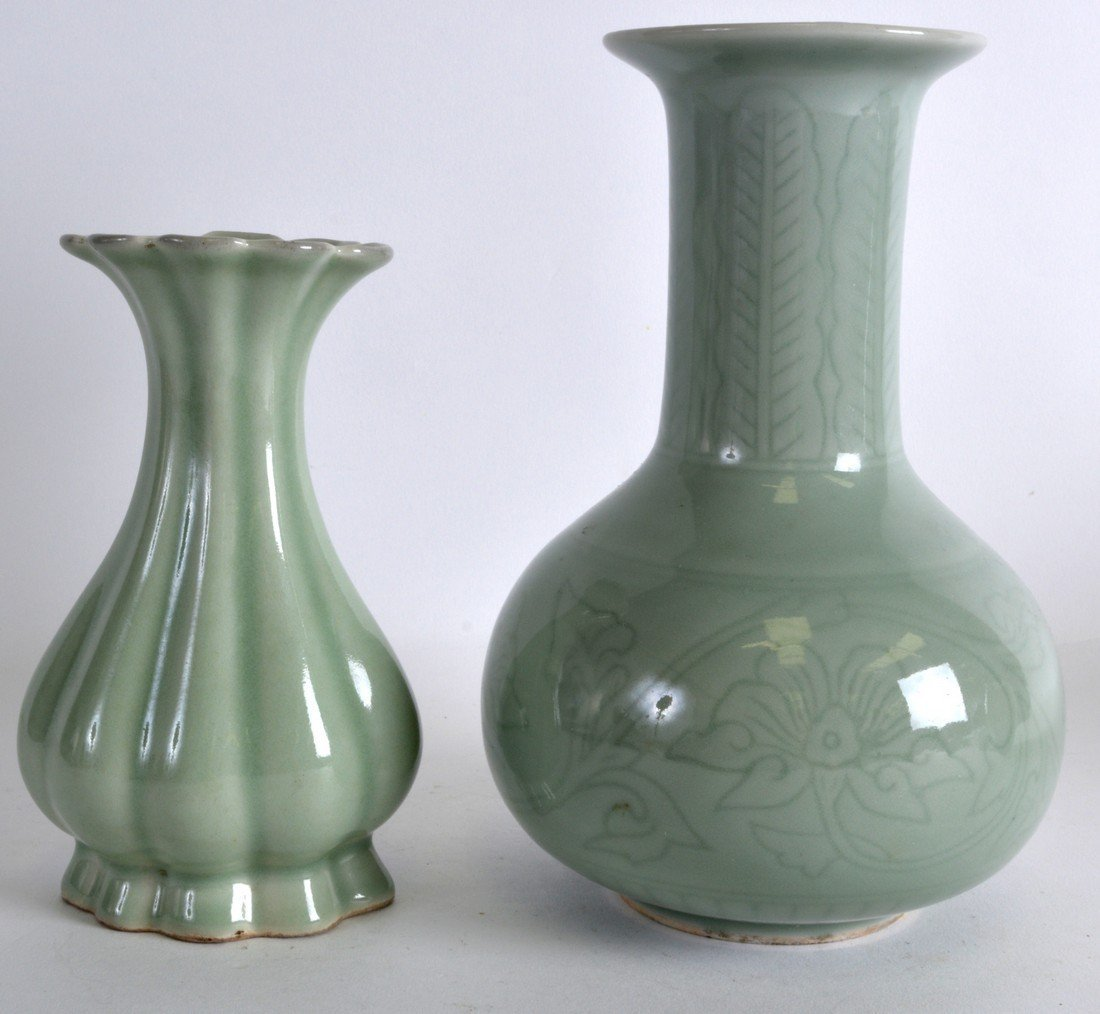 AN EARLY 20TH CENTURY CHINESE CELADON LOBED VASE
