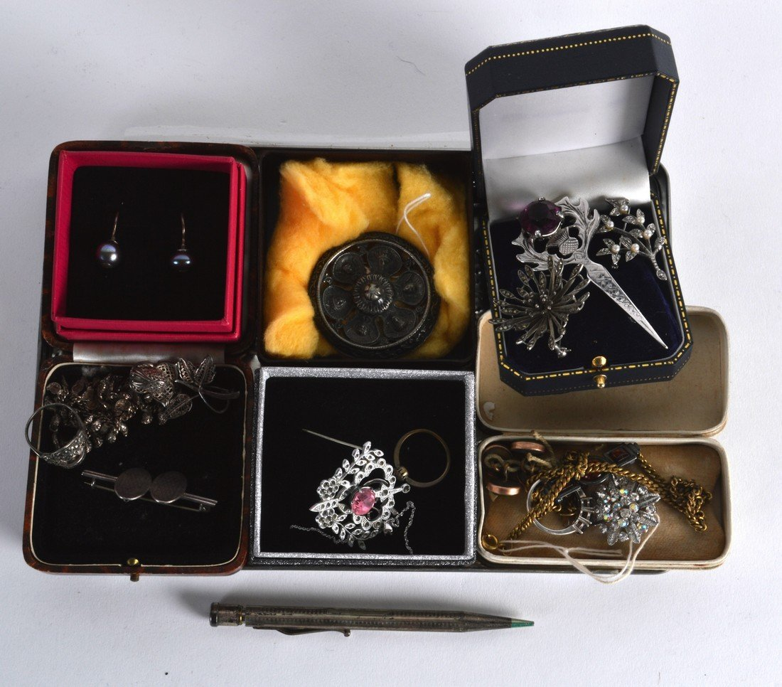 A COLLECTION OF VARIOUS SILVER AND OTHER JEWELLERY