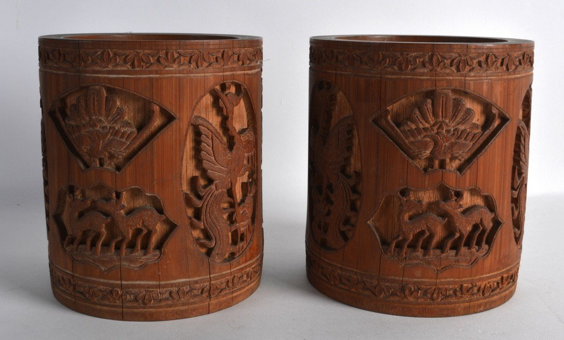 A PAIR OF 19TH CENTURY CHINESE CARVED BAMBOO BRUSH POTS - 2