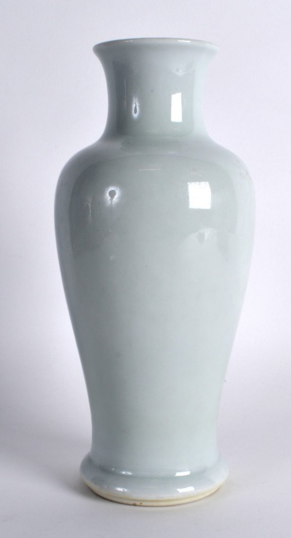 A LOVELY 19TH CENTURY CHINESE BLANC DE CHINE BALUSTER