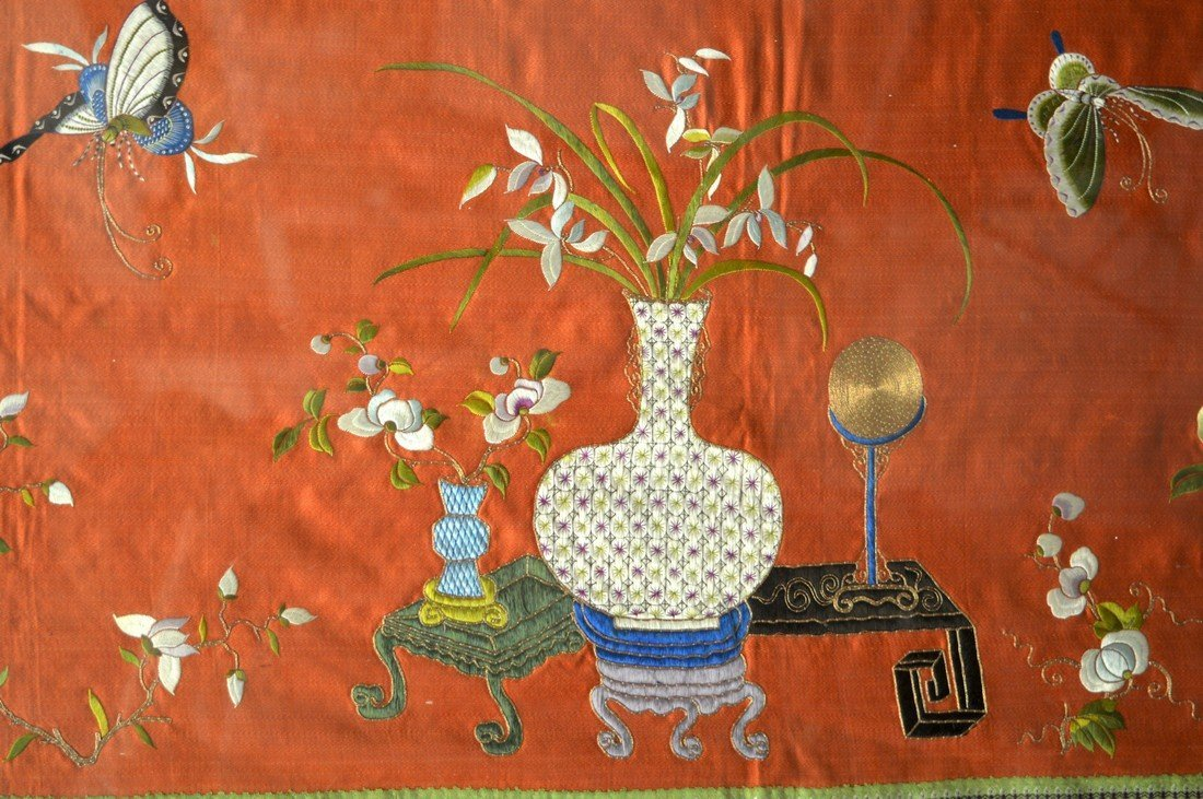 A VERY LARGE 19TH CENTURY CHINESE FRAMED SILKWORK PANEL - 2