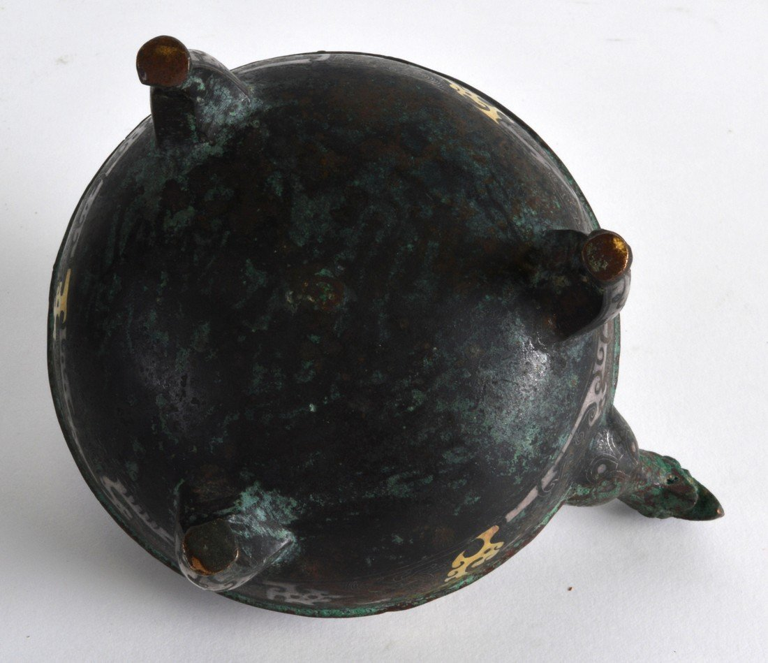 A GOOD CHINESE BRONZE AND GILT OVERLAID CENSER AND - 3