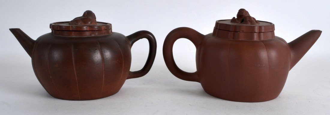 A PAIR OF EARLY 20TH CENTURY CHINESE YIXING POTTERY