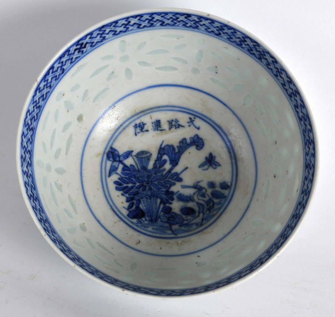 AN EARLY 20TH CENTURY CHINESE BLUE AND WHITE BOWL - 2