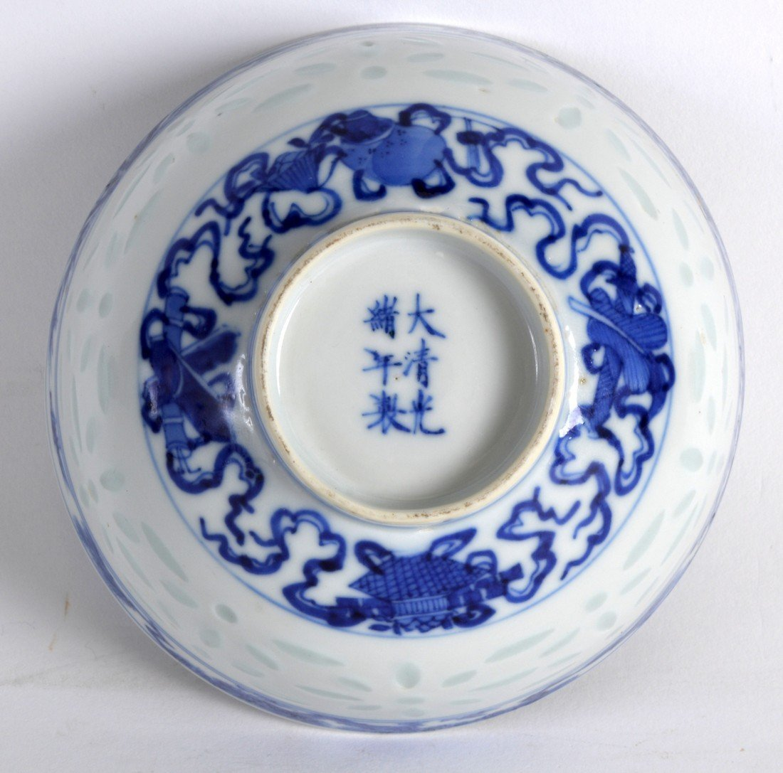 AN EARLY 20TH CENTURY CHINESE BLUE AND WHITE BOWL - 3