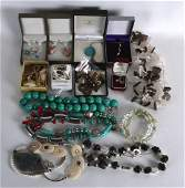 A COLLECTION OF MAINLY SILVER JEWELLERY including