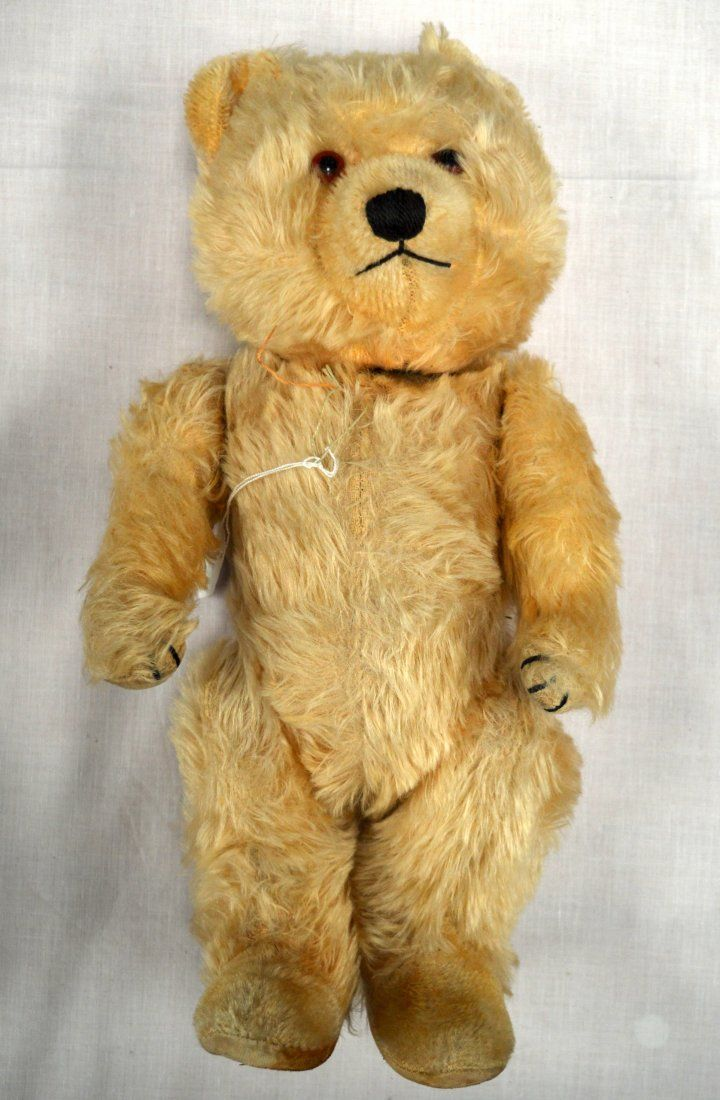 A CHARMING VINTAGE TEDDY BEAR with internal bell. 1Ft