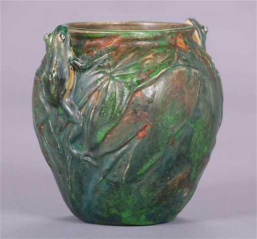 Weller Coppertone Double Frog Vase
