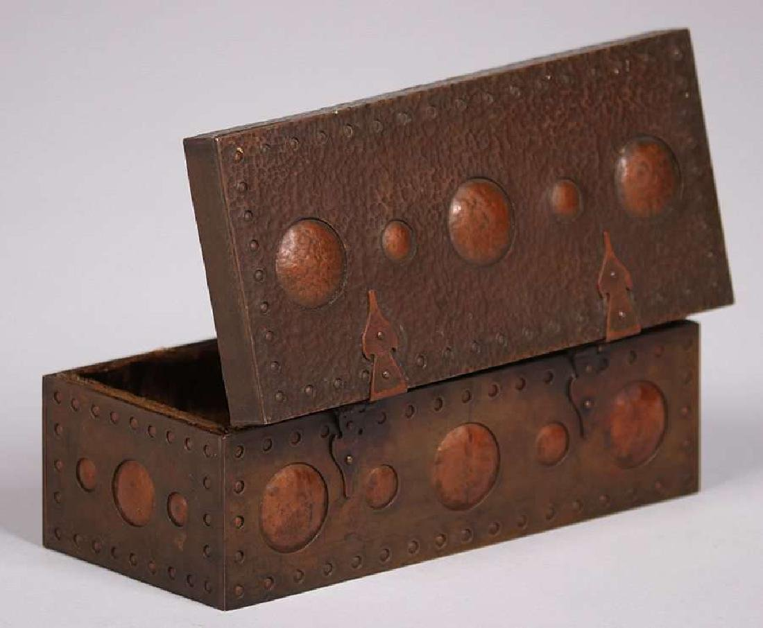 Arts & Crafts Hammered Copper & Brass Box c1910 - 4