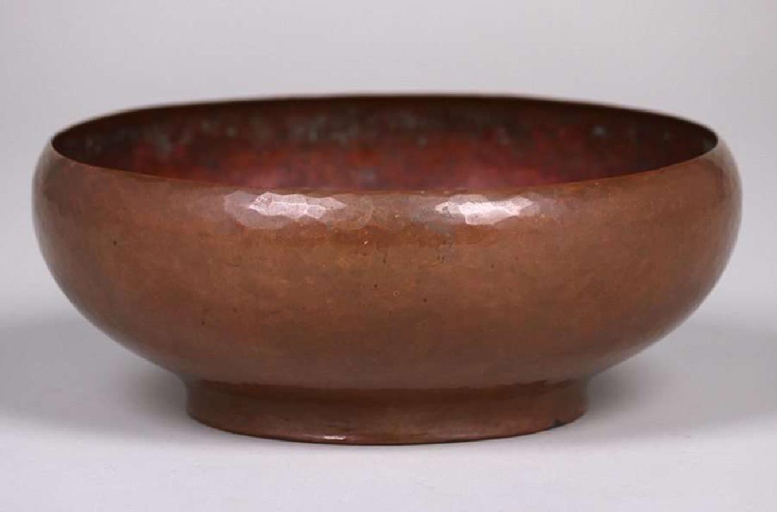 "Arts & Crafts hammered copper bowl signed ""EARLEâ€"