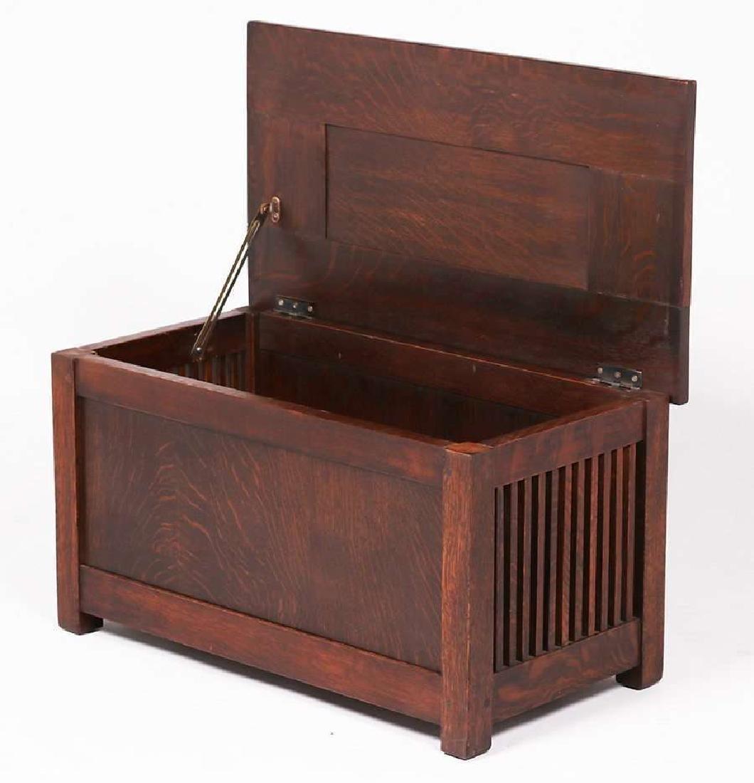Gustav Stickley Spindled Shirt Box c1910