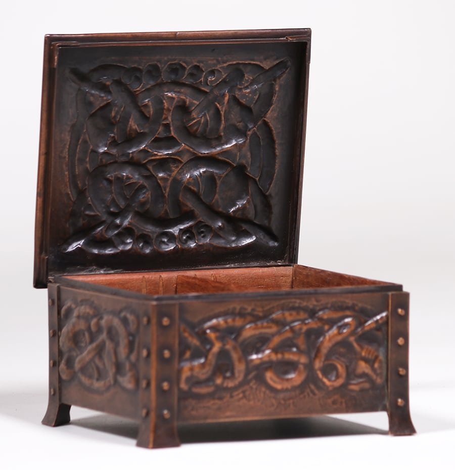 Arts & Crafts Hammered Copper Celtic Knot Box c1905 - 3