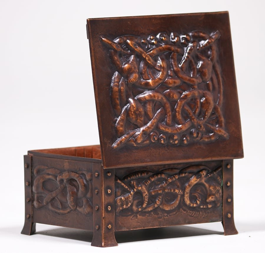 Arts & Crafts Hammered Copper Celtic Knot Box c1905 - 4
