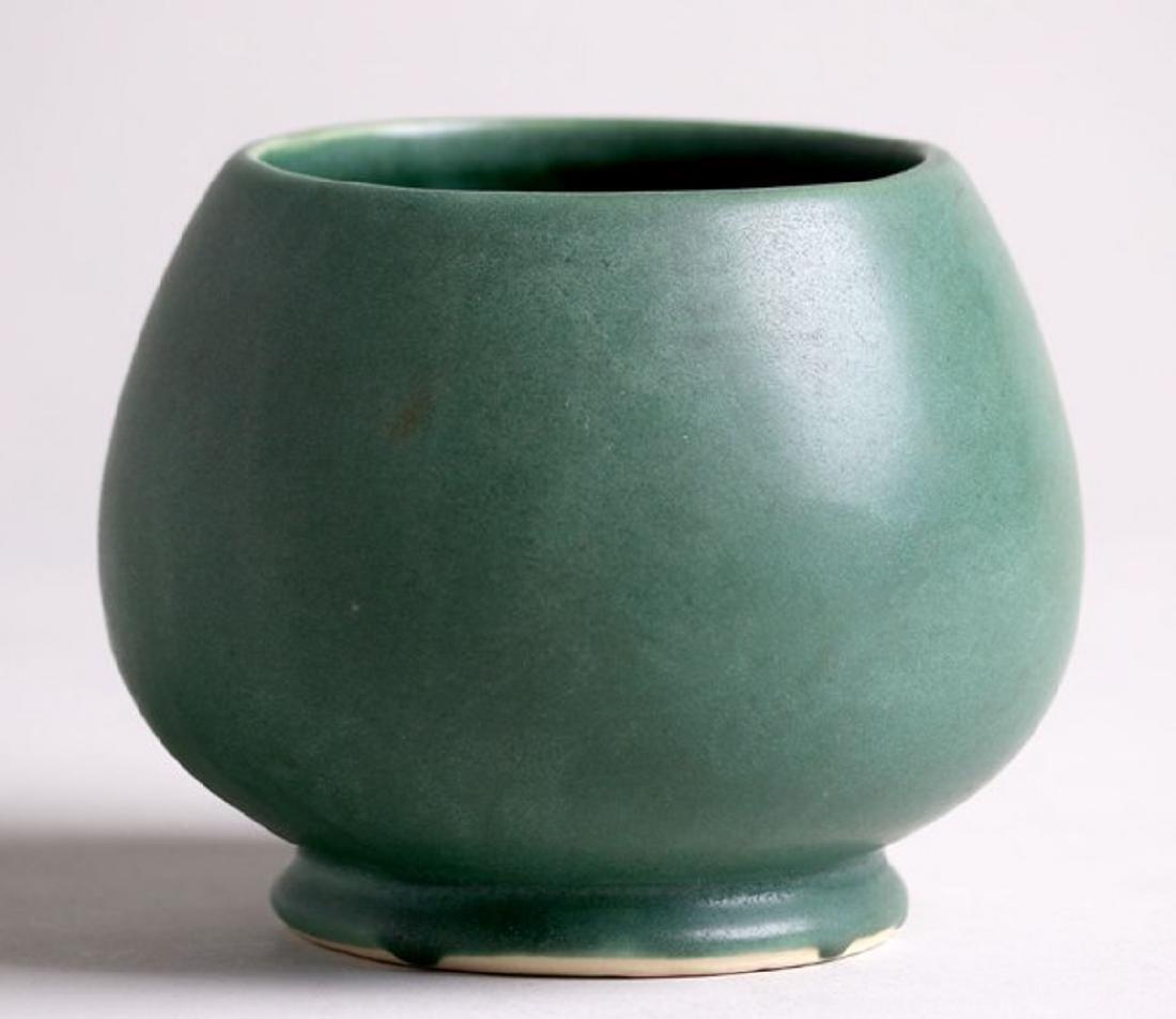 Roseville Matte Green Vase - 2