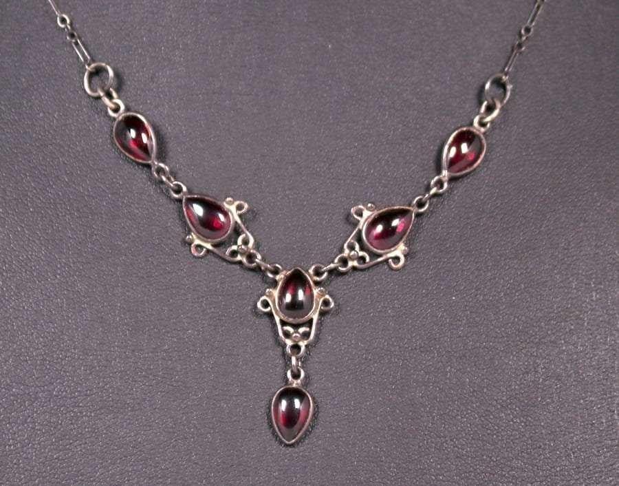 Arts & Crafts Sterling Silver Garnet Necklace c1910