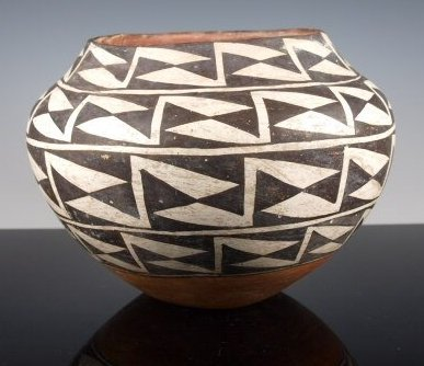 Acoma Black-On-White Pottery Olla