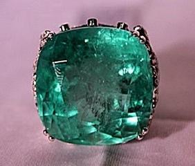18K WhiteGold Diamond & Columbian Emerald Ring