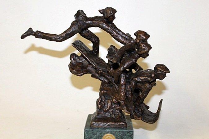 """Bronze Sculpture """" Toboggarest """" By Dennis Smith. - 2"""