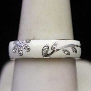 Gorgeous Silver Ring with Diamonds