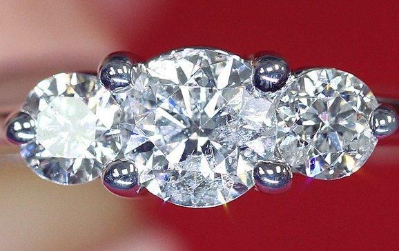 0.75CT THREE STONE DIAMOND ENGAGEMENT RING SET IN 14KT