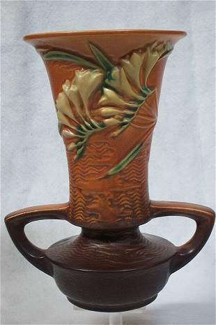 Roseville Pottery - Freesia #124 9in, 1945