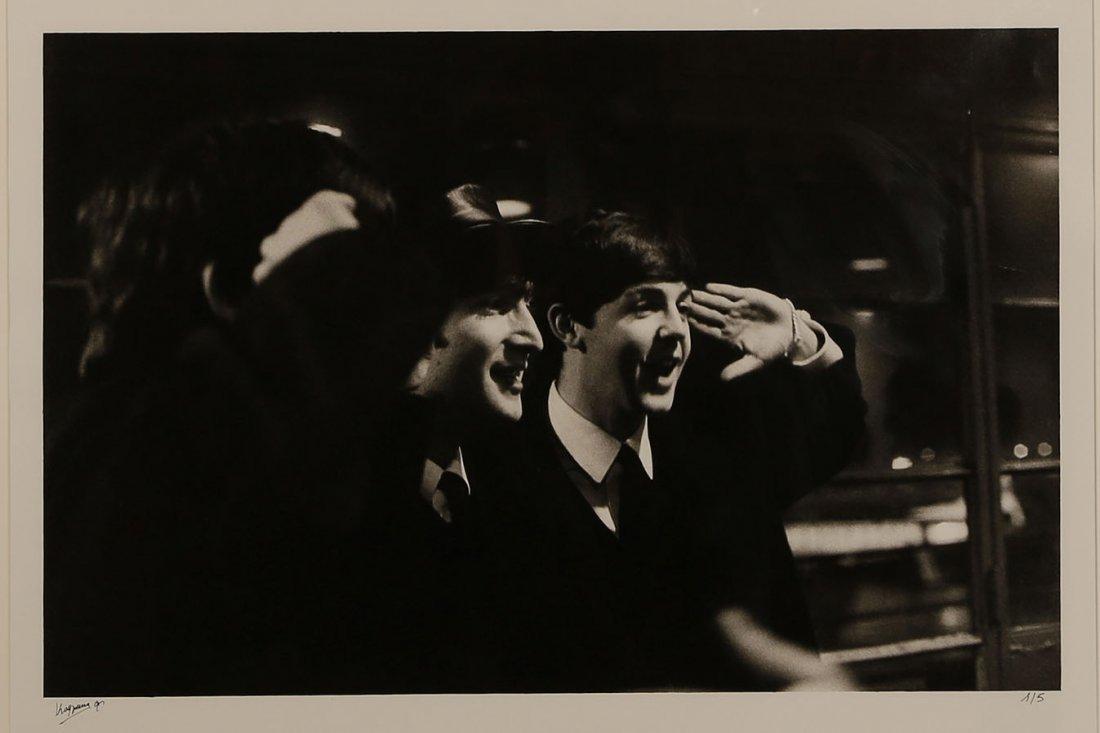 Roger Kasparian (ne en 1938) The Beatles saluant, Le
