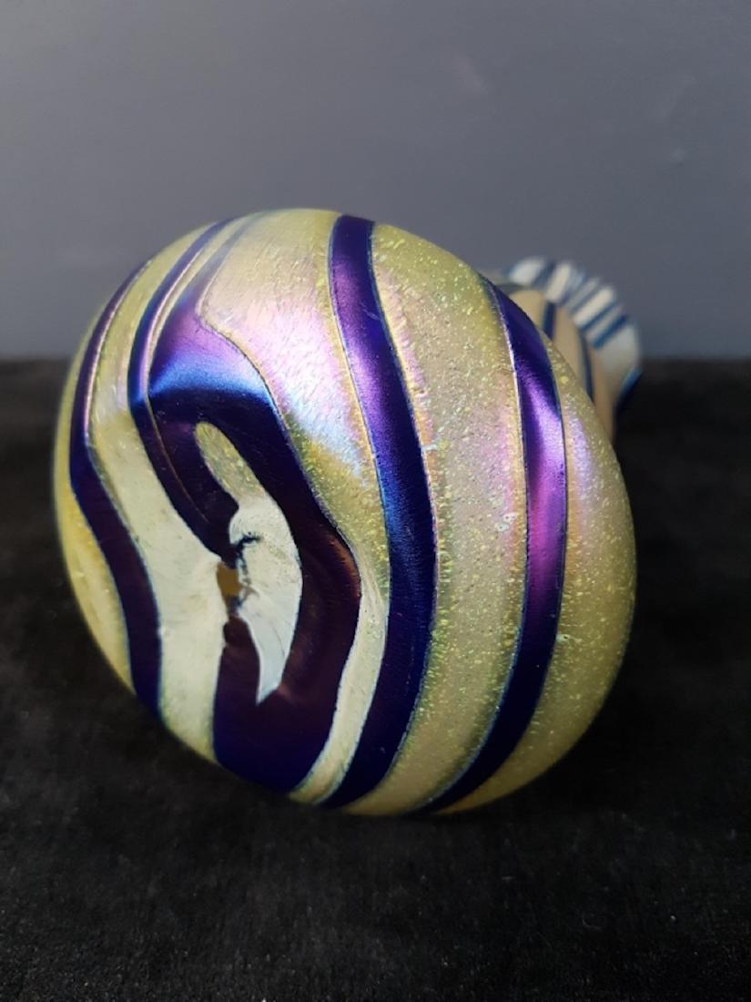 Art Glass Swirl Vase - 3