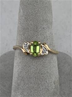 10k Gold Ring with Peridot Stone, Size 7.5