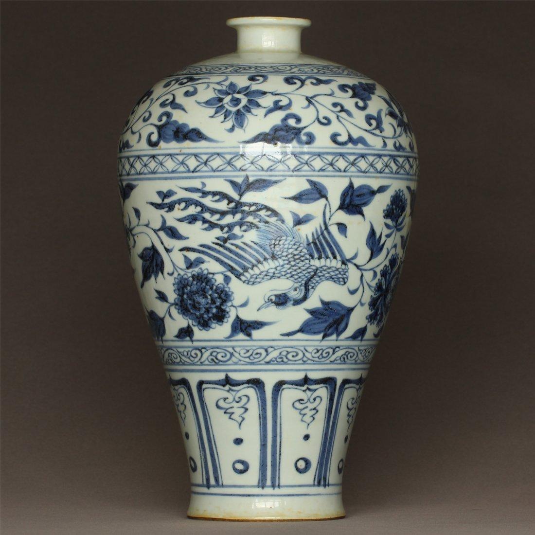 Blue and white porcelain vase Yuan Dynasty.