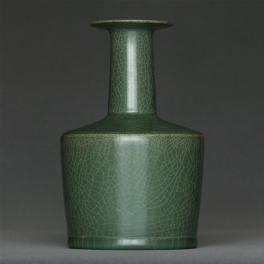 A LongQuan-Kiln Vase Southern Song Dynasty. - 2
