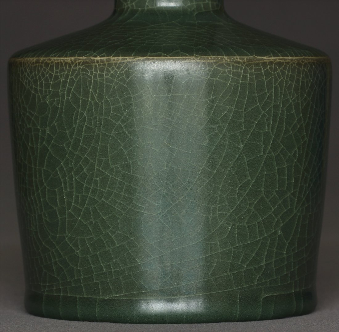 A LongQuan-Kiln Vase Southern Song Dynasty. - 7