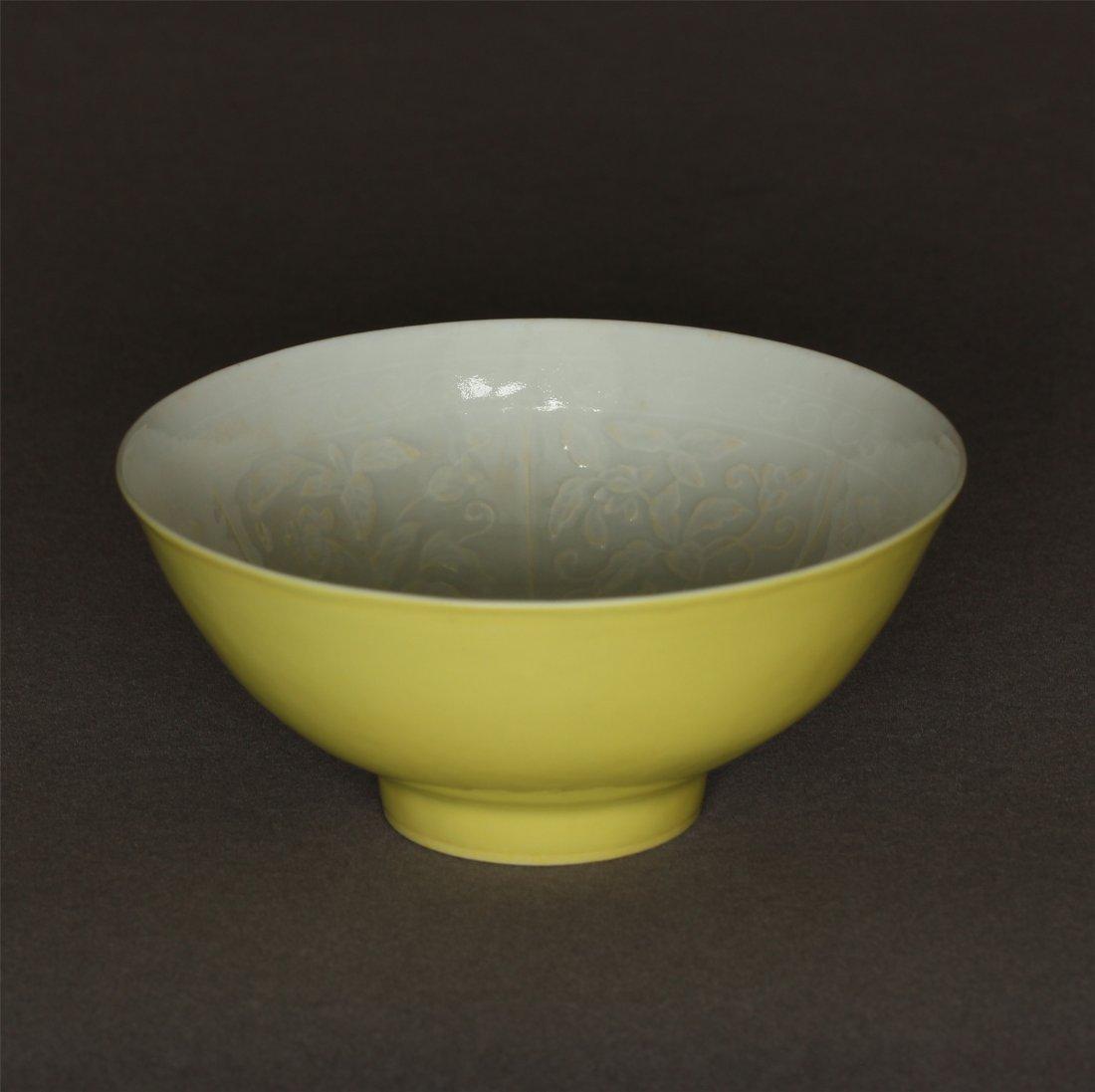 Lemon yellow glaze carved porcelain bowl of Qing - 3