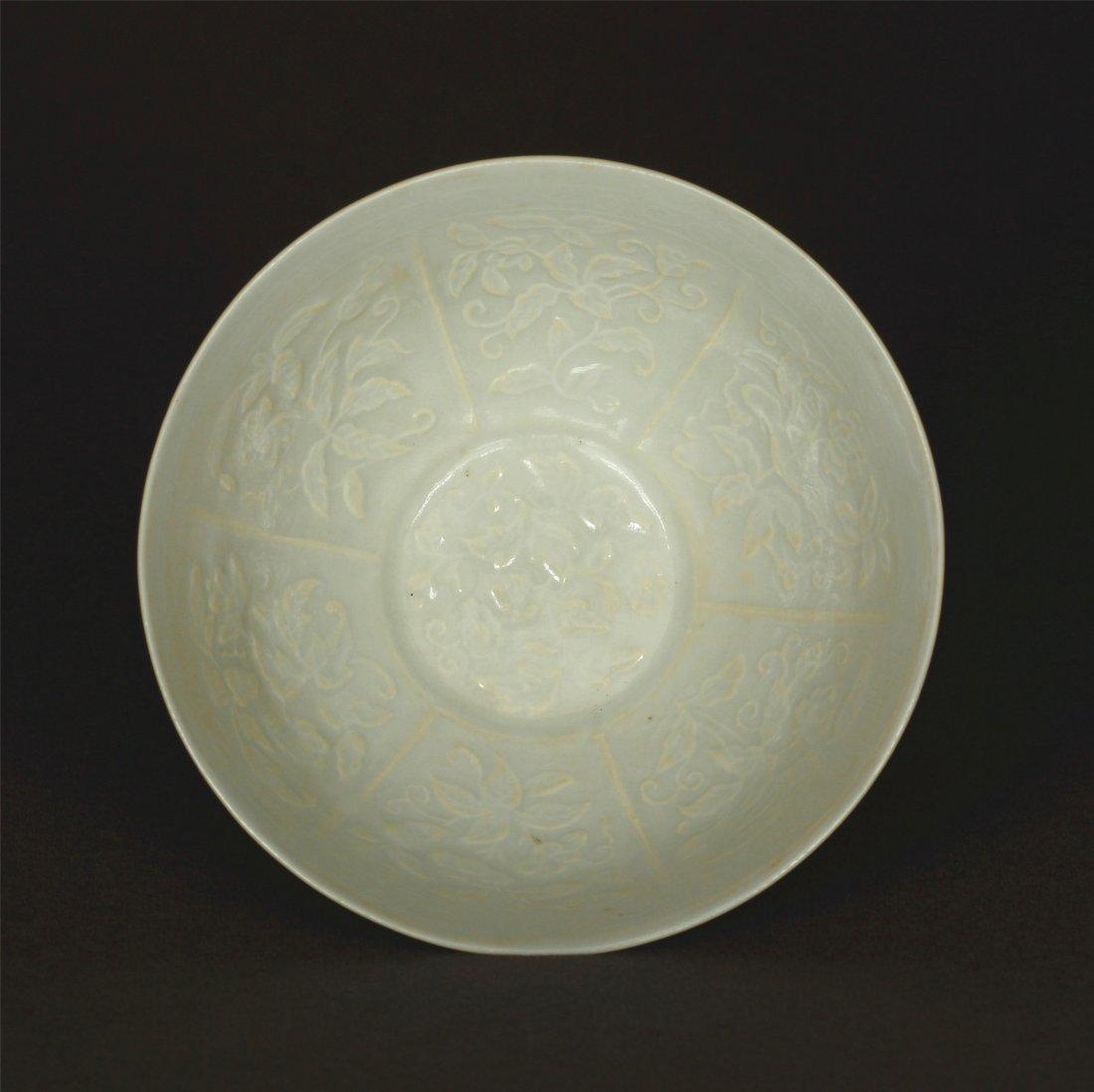 Lemon yellow glaze carved porcelain bowl of Qing - 4