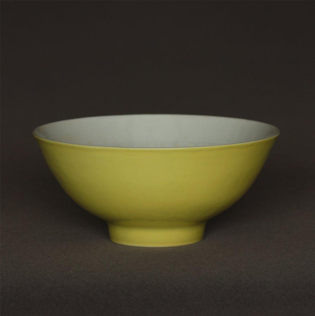 Lemon yellow glaze carved porcelain bowl of Qing - 7