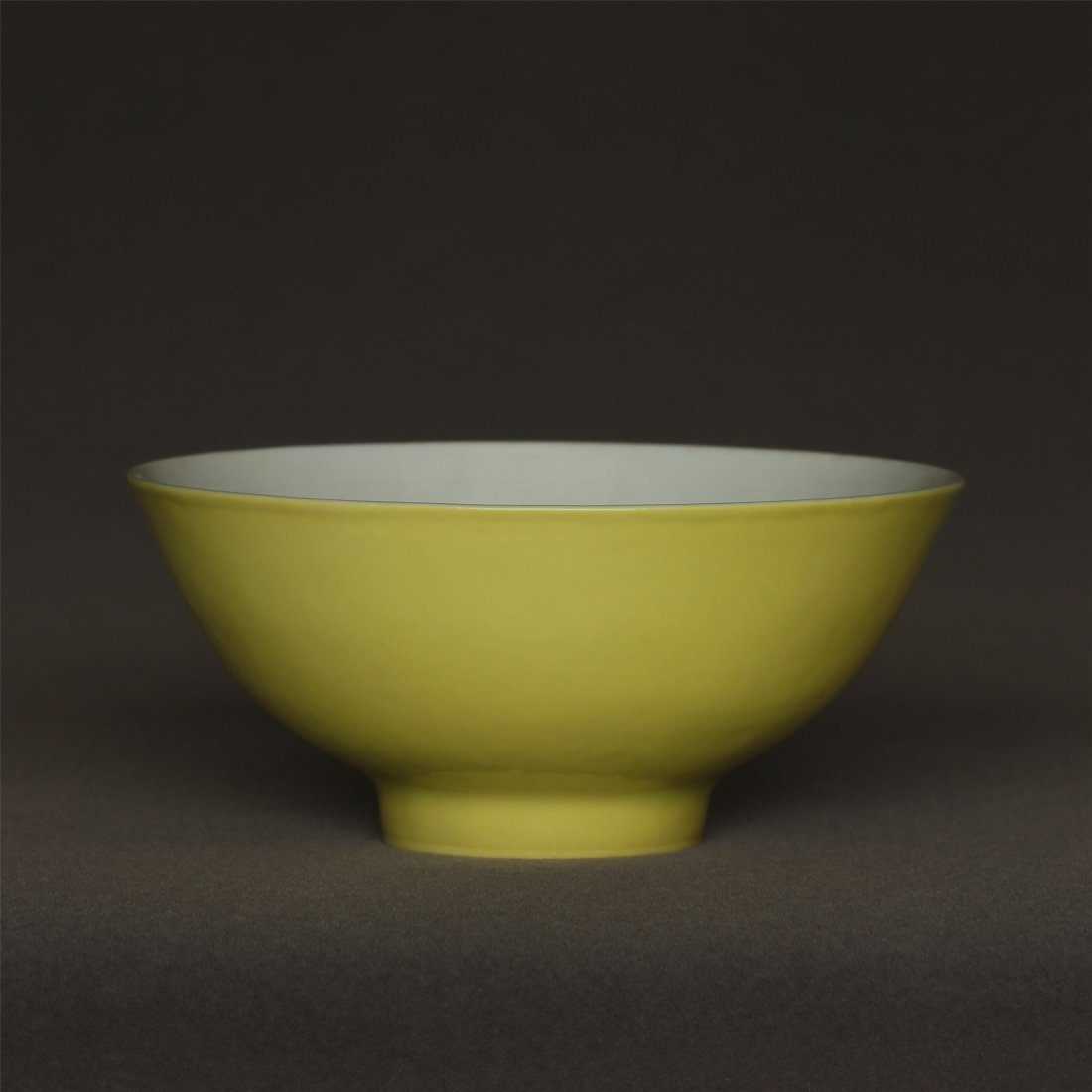 Lemon yellow glaze carved porcelain bowl of Qing - 8
