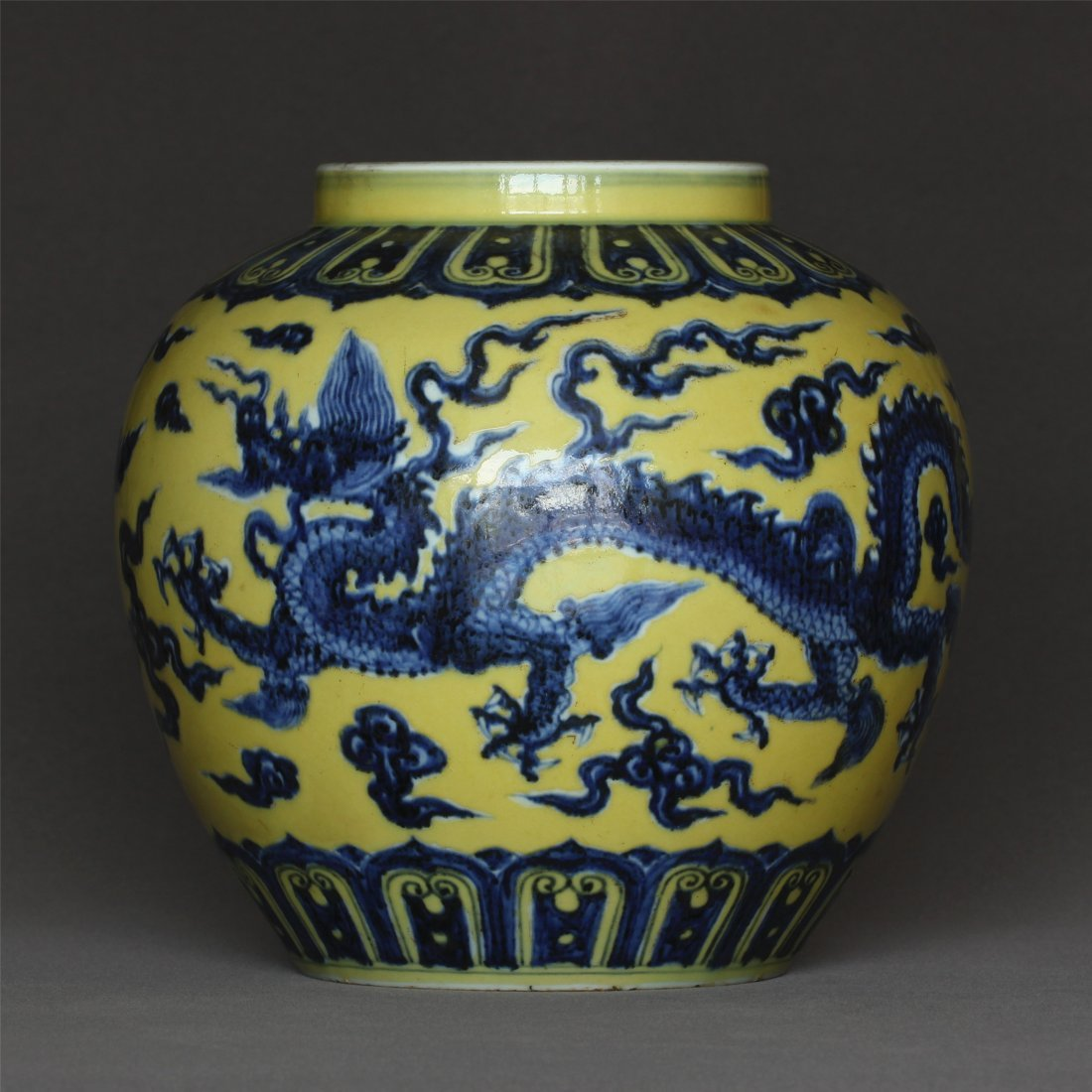 Blue and white & yellow glaze porcelain  jar of Ming
