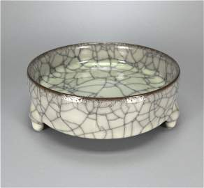 Chinese antique porcelain Three-legged bowl .