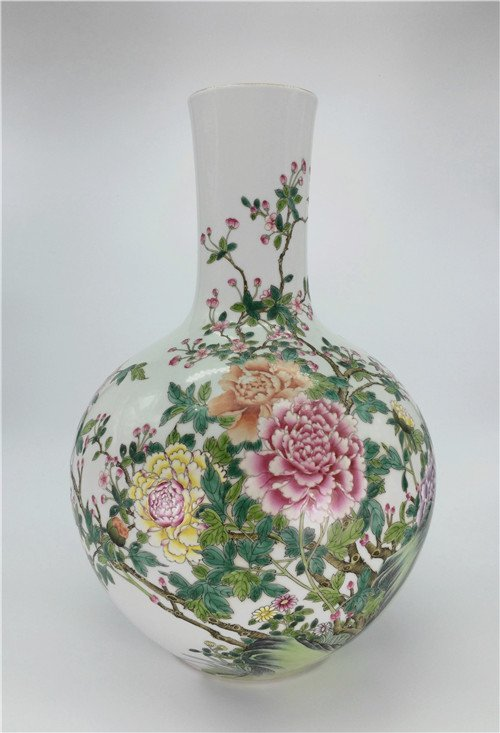 "Qing Dynasty ""QianLong"" exquisite famille rose porcelai"