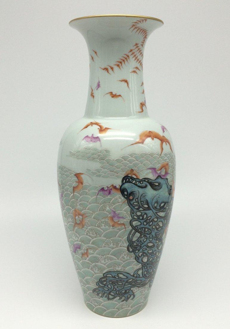 """Qing Dynasty """"QianLong"""" exquisite porcelain vase."""