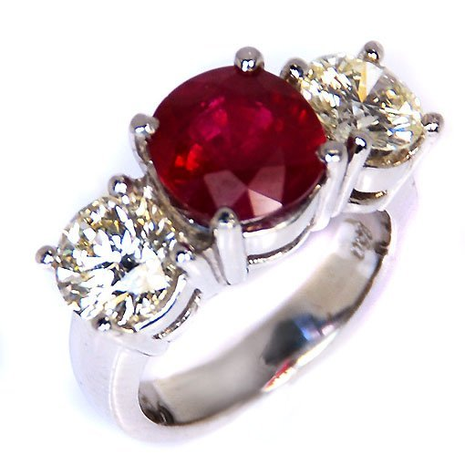 PLATINUM RUBY AND DIAMOND RING 1R=4.01 2 - ROUND = 2.51