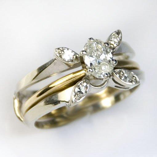 14KYG/WG OVAL & ROUND DIAMOND RING