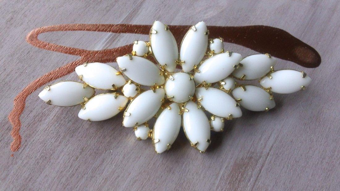 White Rhinestone Flower Brooch...;This gorgeous Juliana