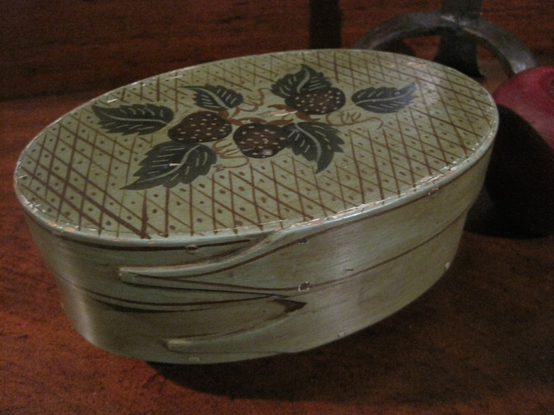 Shaker Three Finger Painted Oval Wooden Box Circa 1800s