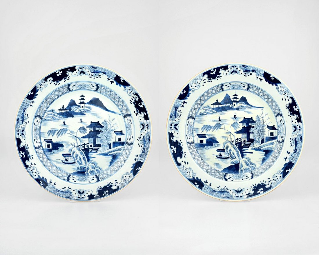 A PAIR OF LARGE BLUE AND WHITE CANTON EXPORT WARE DISHE