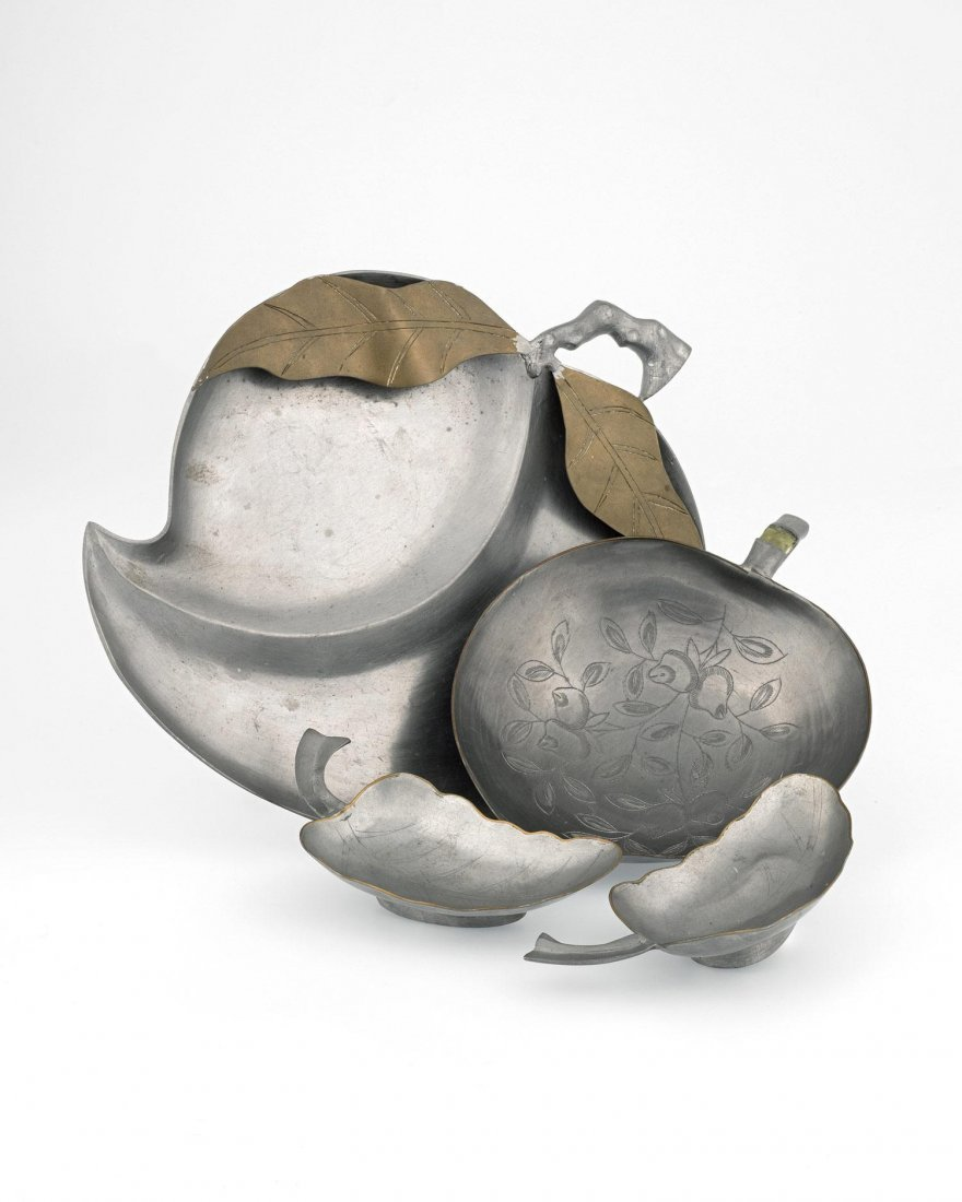A GROUP OF PEACH-SHAPED PEWTER PLATES, 20TH CENTURY,